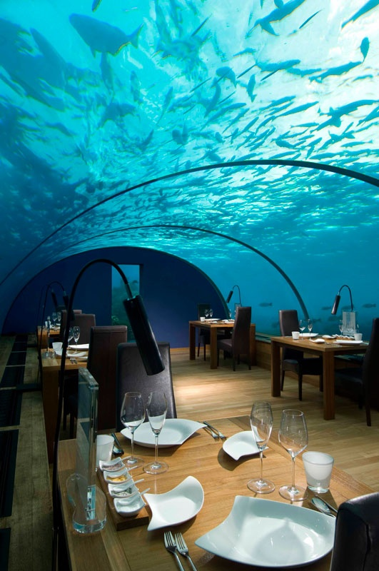 the-underwater-restaurant-in-the-maldives